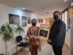 La mostra s'ha inaugurat avui amb la presència de l'autor i de Teresa Malla, cap de Cultura del Consell Comarcal.